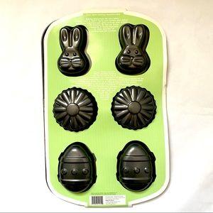 🌺 NWT Wilton Spring mini cake pan